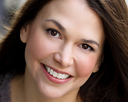 tn_suttonfoster_PS21815.jpg